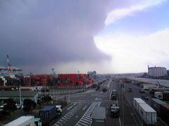 東京湾海底核爆発テロ:黒い雨→灰色の雨
