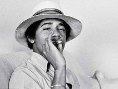 オバマはホモで麻薬使用者。