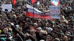 ウクライナ東部では、ユダヤ金融悪魔の捏造した傀儡政権に反対する民衆がロシアの旗を掲げてデモ。