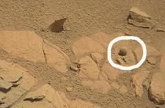 火星に球体:人工物か造化の神秘か? (写真)