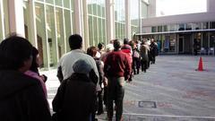 投票所、長蛇の列。これでも低投票率を偽装しますか、ユダヤ朝鮮裏社会さん?
