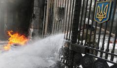 キエフのウクライナ大統領府に数百人の抗議市民が雪崩込んだ。抗議市民はすでに国家親衛隊の第1の警戒線を