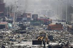 中国・天津の大爆発!3台のカメラで同時に見る。衝撃波を受けた室内や事故直後の街の様子