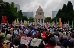 支持率低下か 麻生氏ら留任へ 内閣・自民党人事、中谷氏・塩崎氏留任へ
